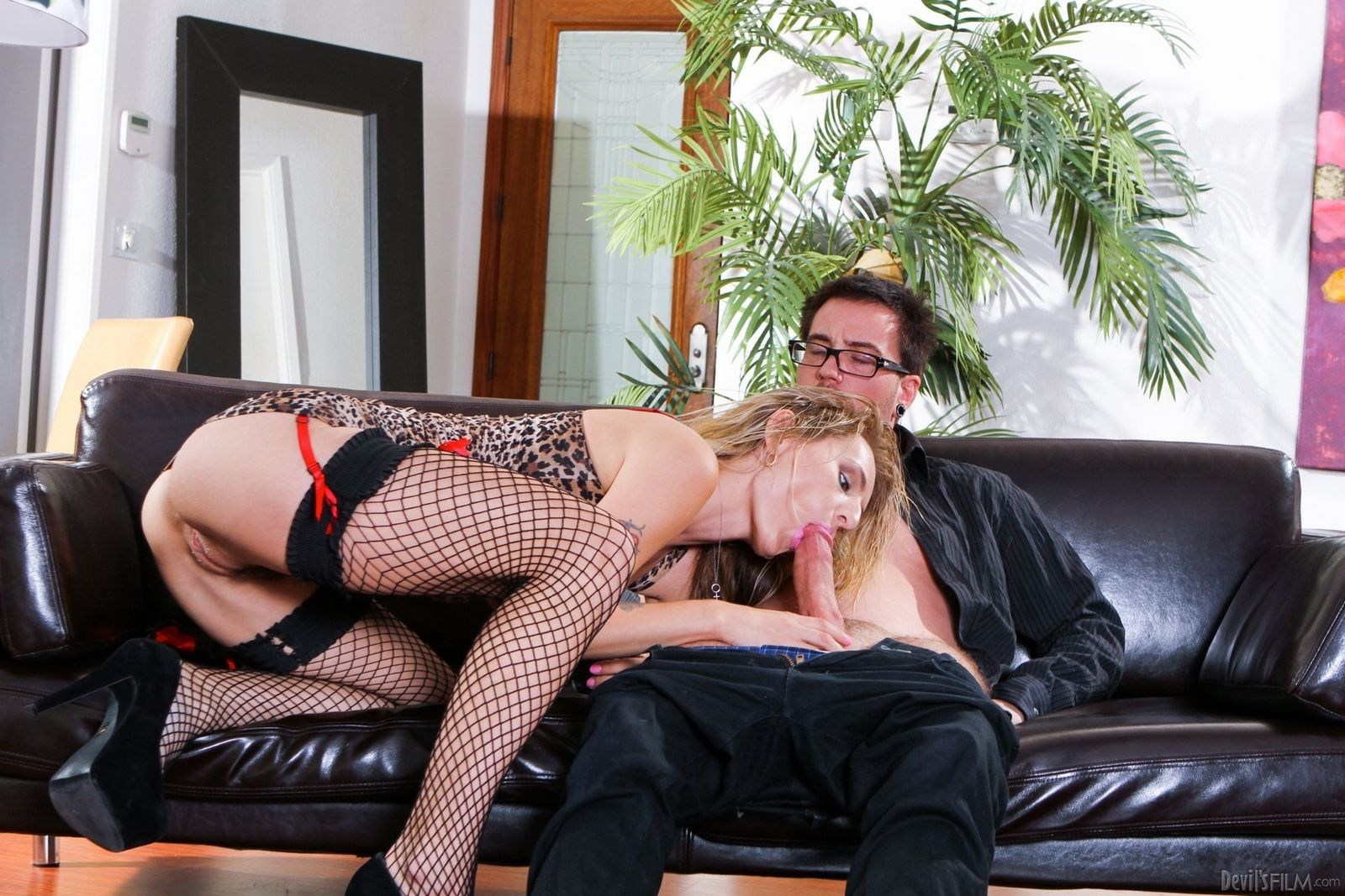 Смотреть sex онлайн